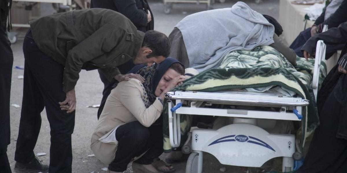 Lágrimas y desolación: las impactantes imágenes tras terremoto que dejó más de 300 muertos en Irán