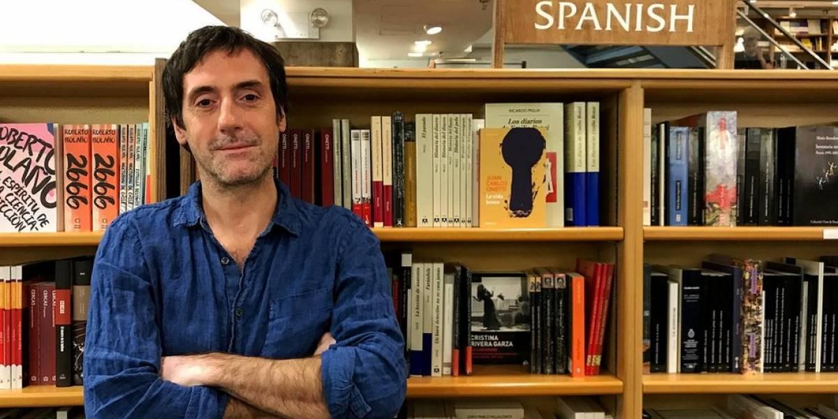 """""""Cuando llegas a Nueva York lo primero que te rompe los ojos es el racismo"""": Javier Molea, el uruguayo que hace de los libros en español un arma contra la xenofobia"""