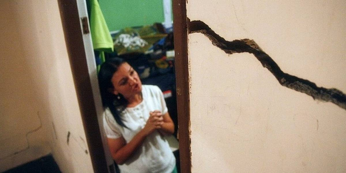 """""""Es una bomba de tiempo. Vamos a morir tapiados"""": el campo petrolero de Venezuela que está al borde del colapso con 437 familias dentro"""