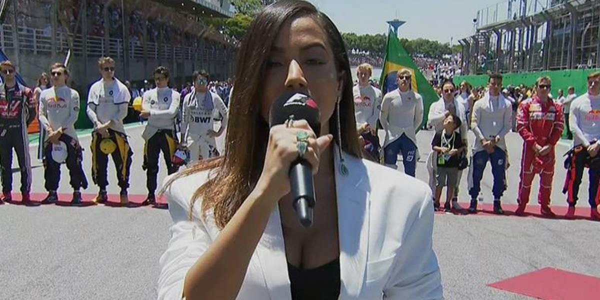 Anitta é acusada de errar letra do hino nacional por internautas