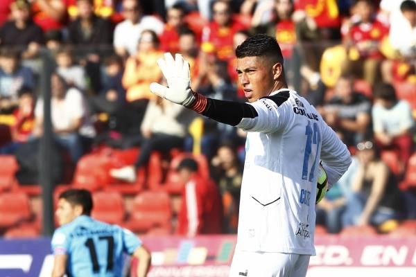 Valdivia está convenciendo a Orellana de jugar en Colo Colo, según diario