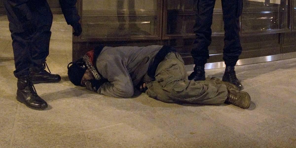 """El """"poder"""" del vodka: cayó desde el noveno piso, volvió a su departamento y llamó a la policía para contar lo sucedido"""