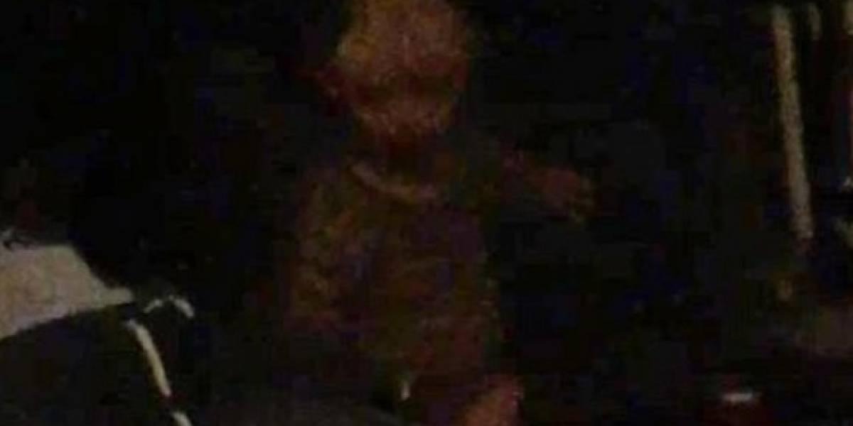 """Aterrador: hombre capta """"fantasma de niño demoníaco"""" en su habitación y ahora también lo acosa en sus sueños"""