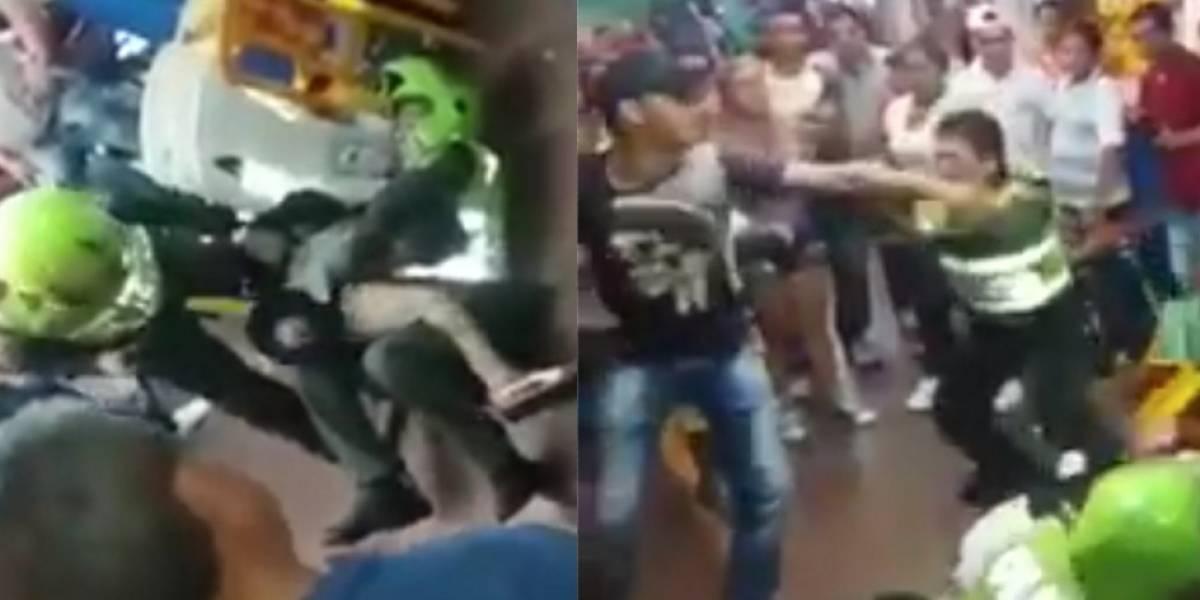 Video: dos Policías acudieron a parar una riña y fueron golpeados