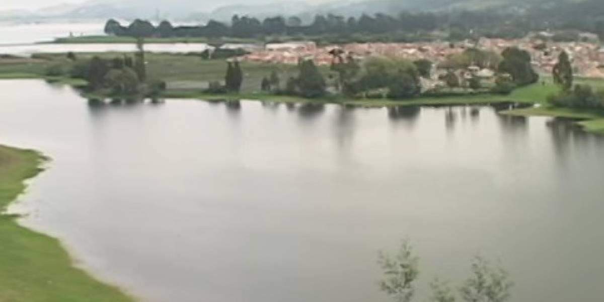 Tres niños cayeron al embalse del Muña y autoridades solo han logrado rescatar con vida a uno