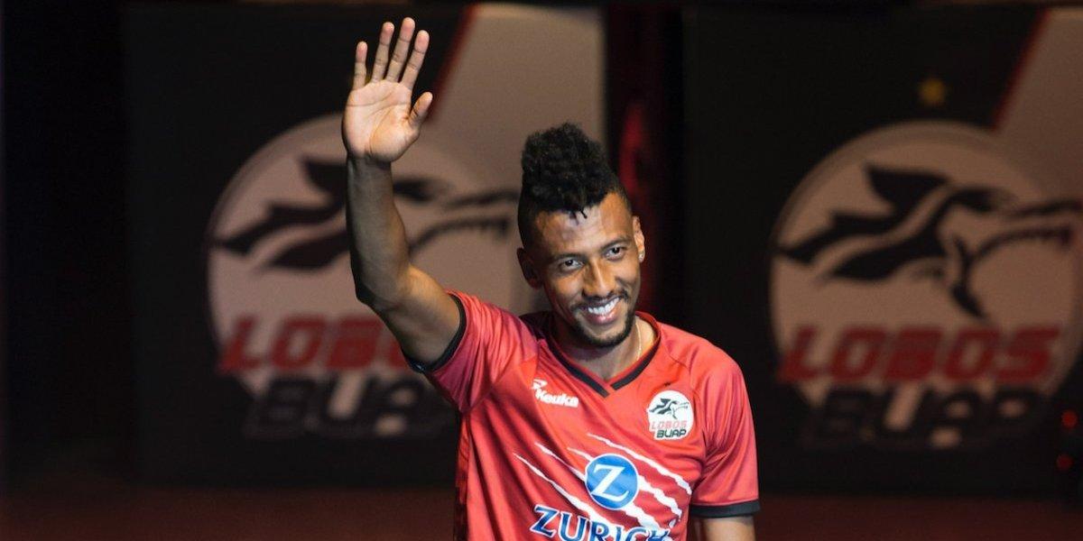 Jugador del equipo de Lobos BUAP se molesta con FIFA18