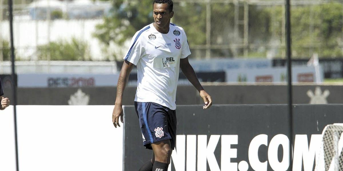 Nascimento de filho deve fazer Jô ser desfalque do Corinthians contra o Sport