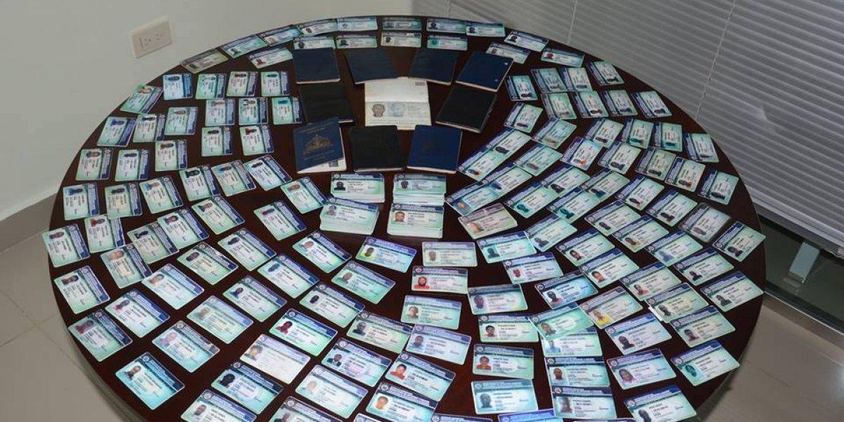 Migración decomisa más de un centenar de carnés falsos del PNRE