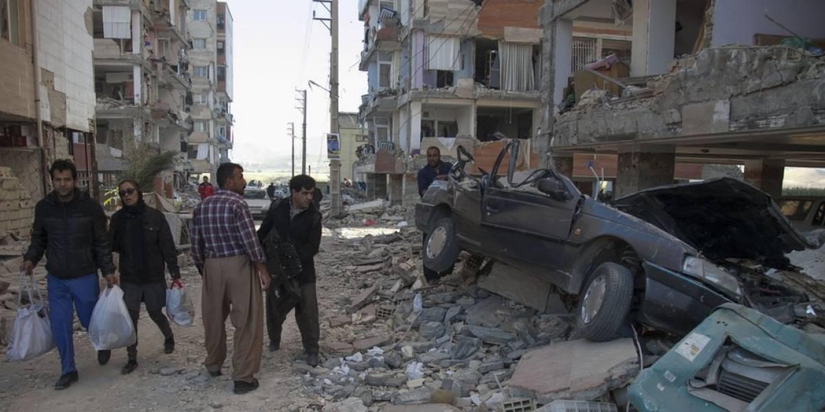 Decenas de miles de personas pasan su segunda noche a la intemperie tras el fuerte terremoto entre Irak e Irán que dejó más de 420 muertos
