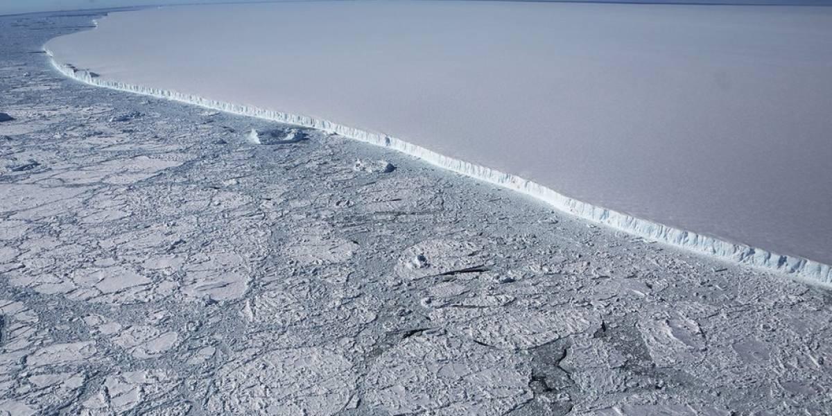 El mapa que revela el calor escondido en las rocas bajo la capa de hielo que recubre Antártica
