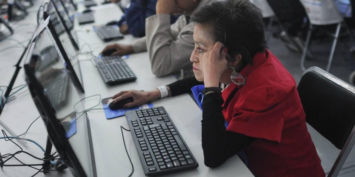Gobiernos manipulan información en web