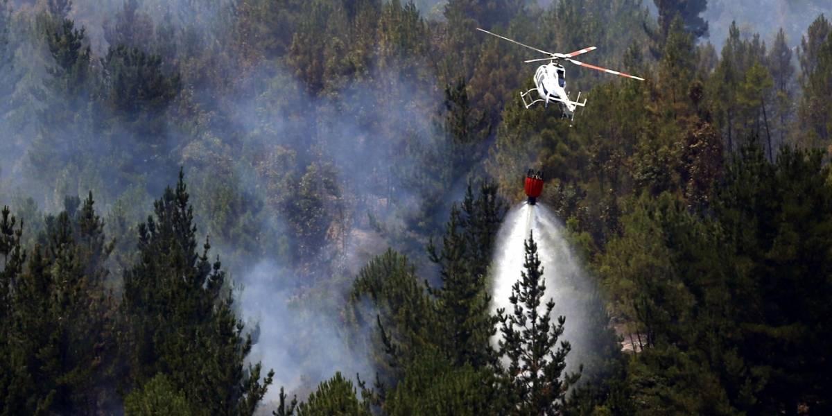 Conaf y FACH firman acuerdo de cooperación para combate de incendios forestales