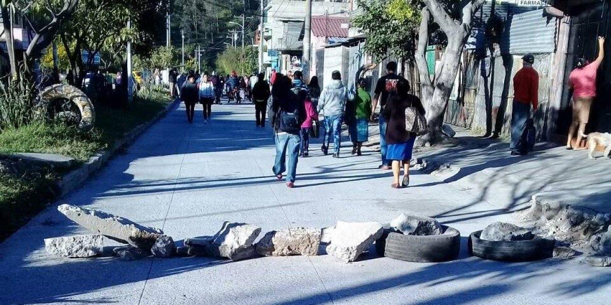 Manifestantes bloquean paso en El Búcaro hacia El Mezquital