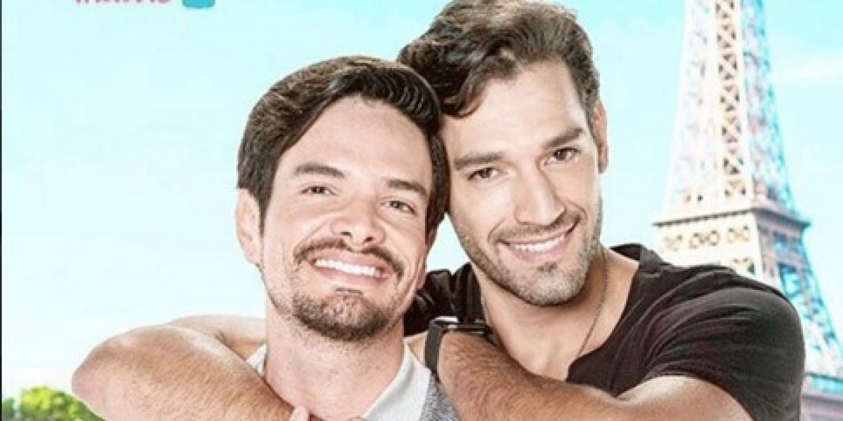 'Papá a Toda Madre' muestra primer beso gay sin censura