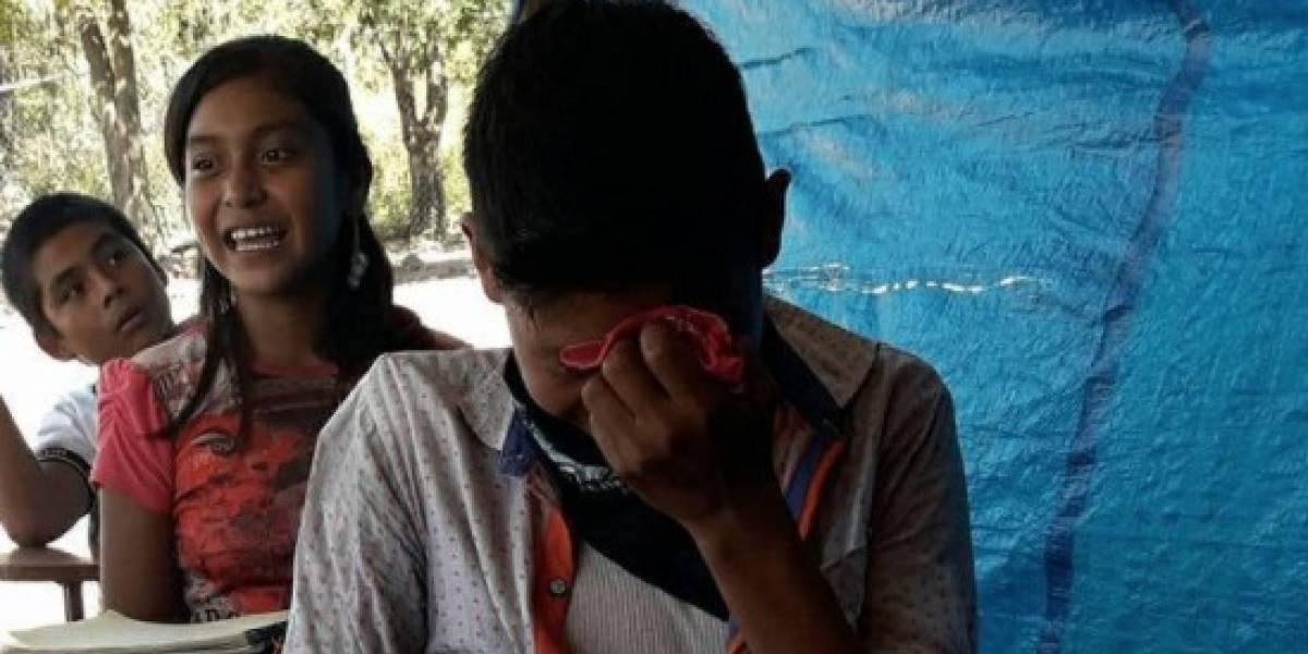 Niño recibe su primer pastel de cumpleaños y llora