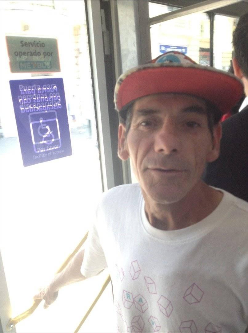 Ricardo Quintanilla (54), primer vendedor de helados en subirse a un bus eléctrico