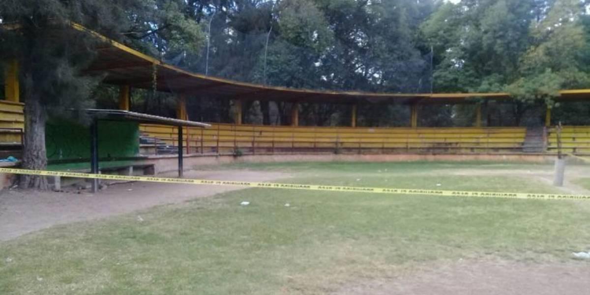 Hallan a recién nacido muerto en deportivo de Xochimilco