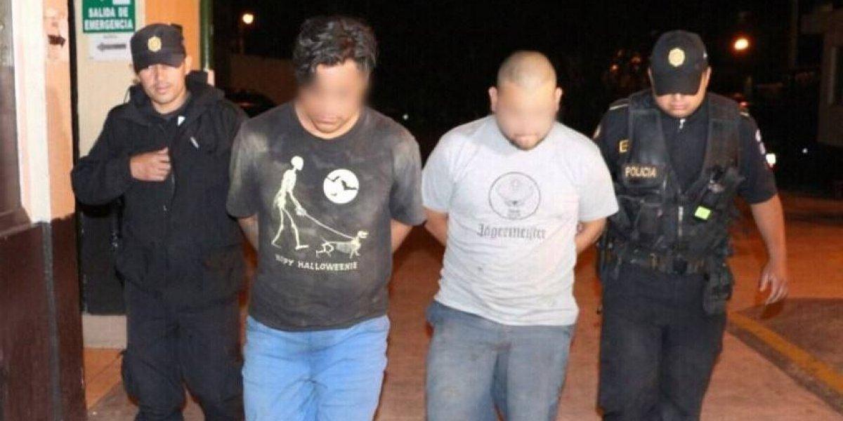 PNC captura a dos hombres con armas de fuego tras persecución