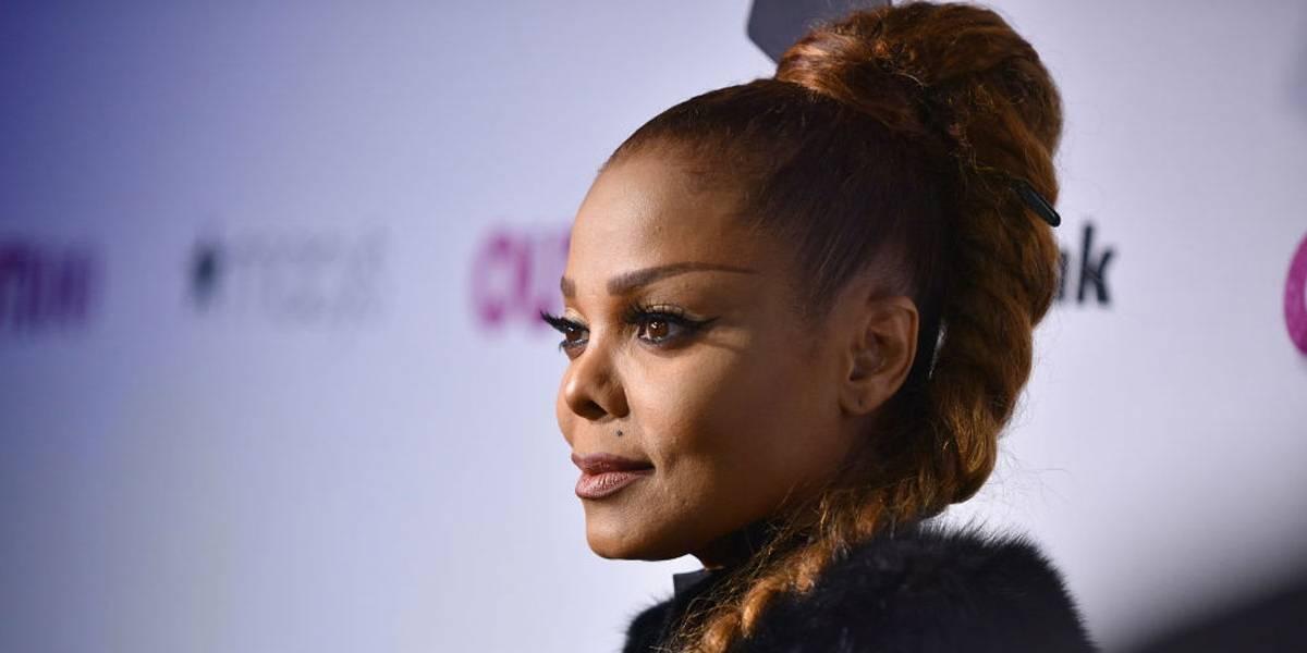 Nariz de Janet Jackson está 'caindo', afirma cirurgião plástico