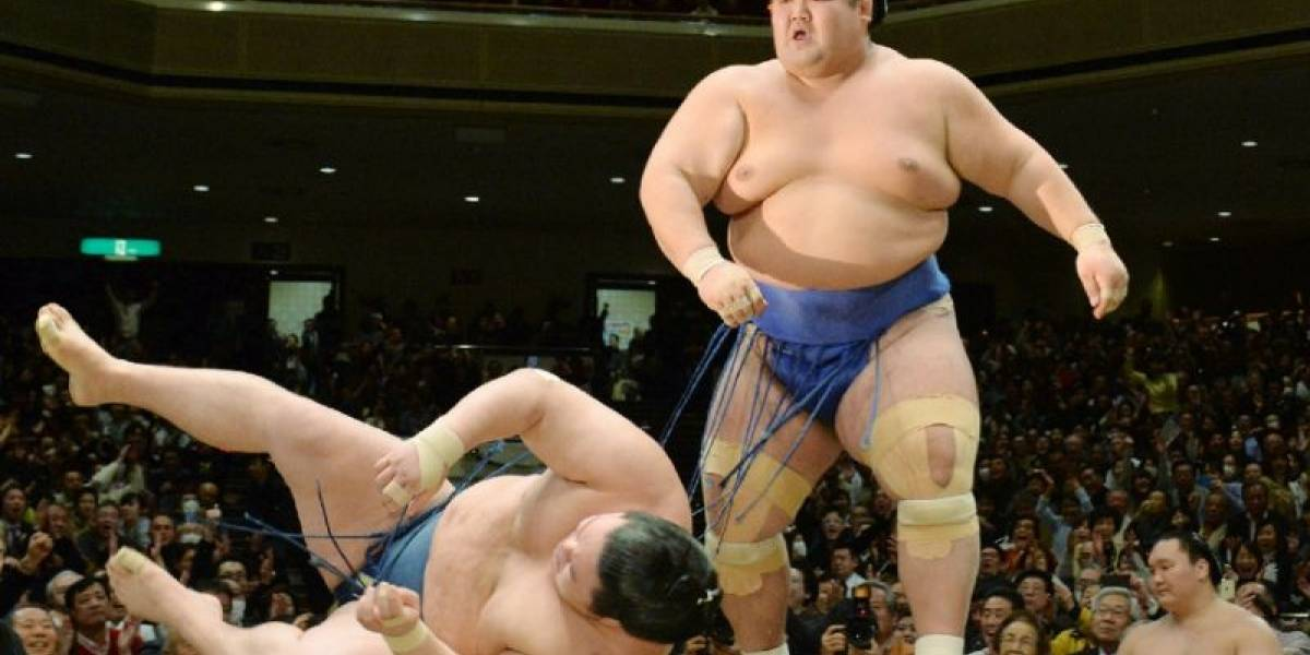 Botellazos, yokozunas y golpizas fatales: los oscuros escándalos que están derrumbando el aura sagrada del sumo