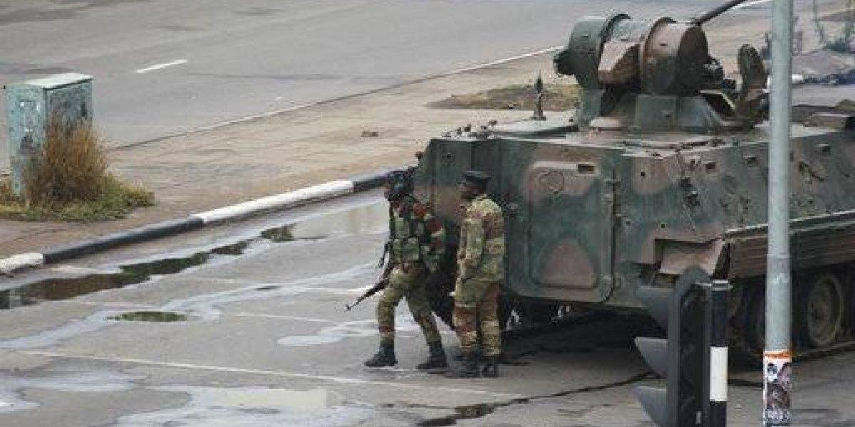 Ejército de Zimbabue custodia al presidente Mugabe