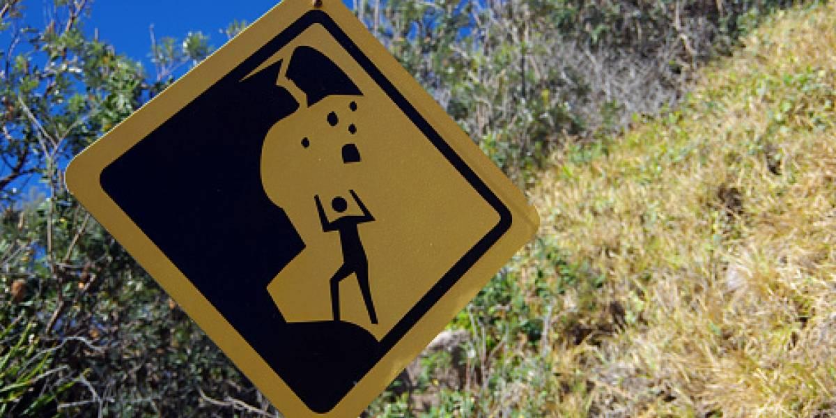 Cierre de vía tras deslizamiento de tierra en Urcuquí