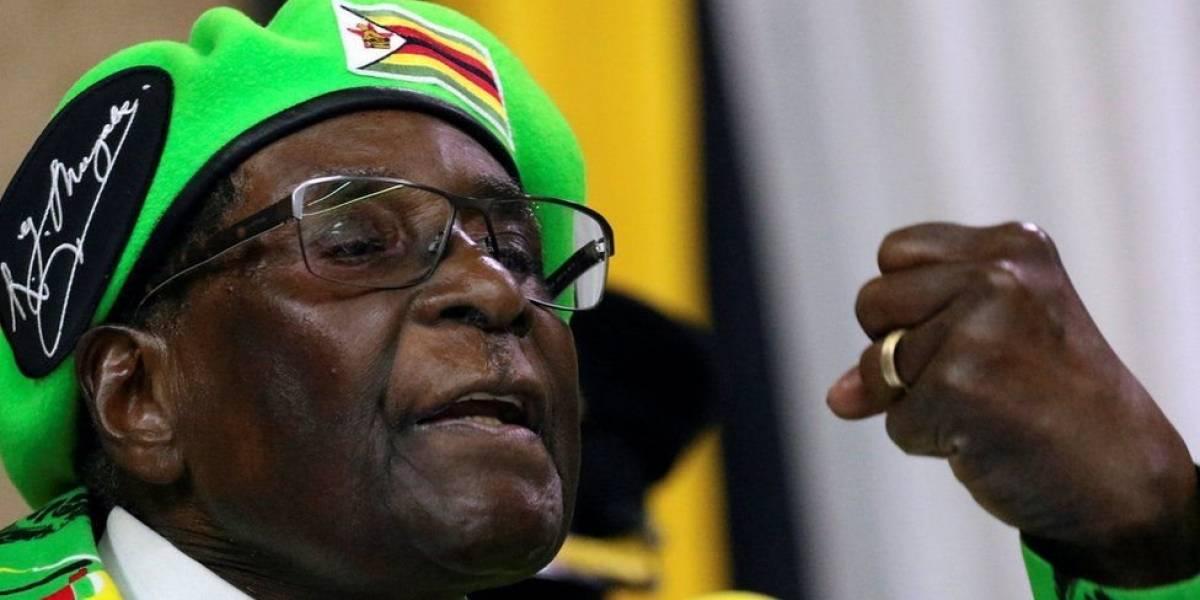 Cómo Robert Mugabe ha durado 37 años en el poder en Zimbabue, que pasó de ser uno de los países más prósperos de África a uno de los más pobres