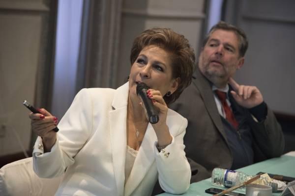 La presidenta de la asociación ofreció una conferencia de prensa.