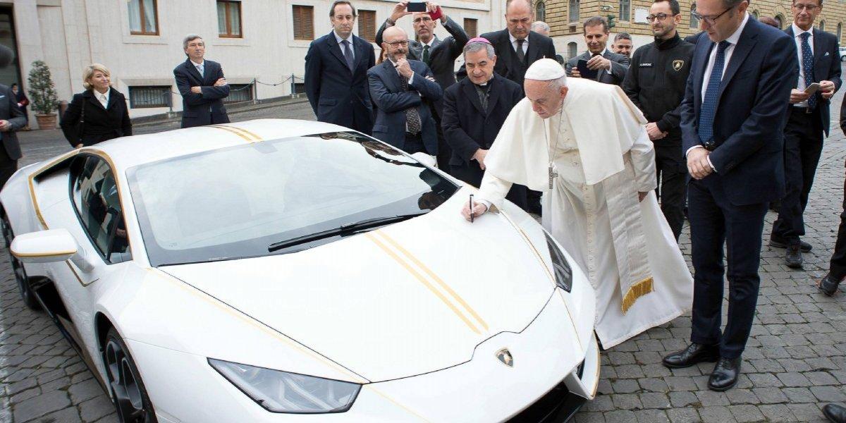 Papa Francisco subastará un Lamborghini para ayudar a víctimas de la guerra