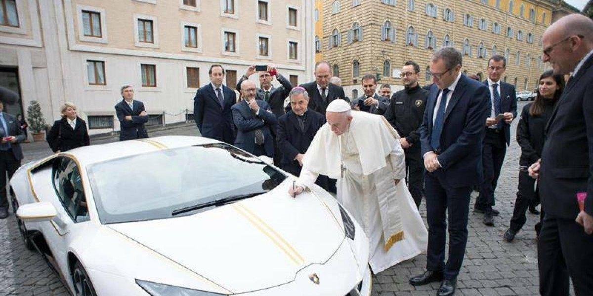 Papa Francisco subastará Lamborghini para obras benéficas