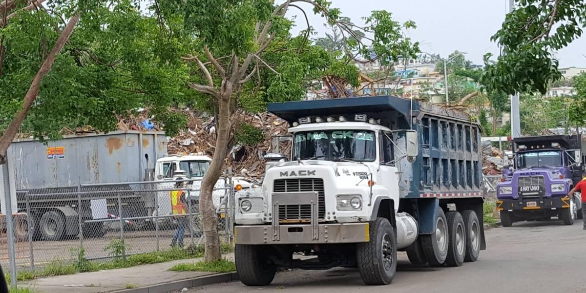 Denuncian que Municipio San Juan deposita escombros en Río Piedras