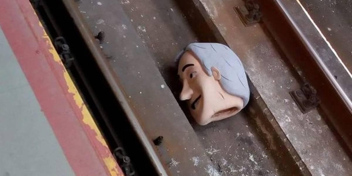 """Piñera """"perdió la cabeza"""": encuentran decapitado a """"Piñerín"""" en las vías del Metro"""