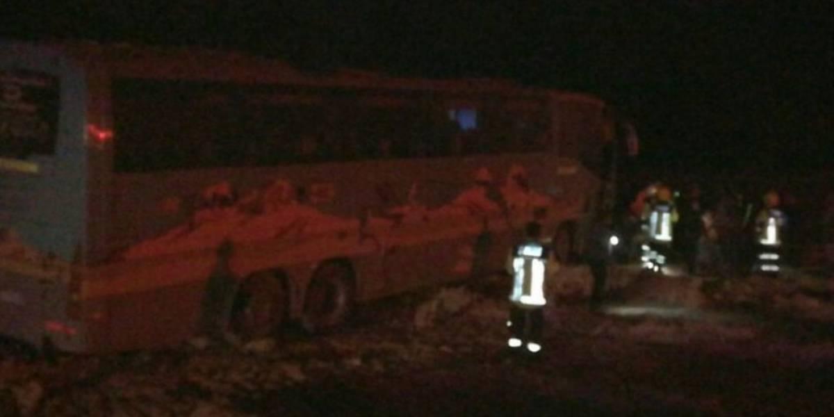 Fatídica gira de estudios: un muerto deja choque entre bus con alumnos de liceo y camión