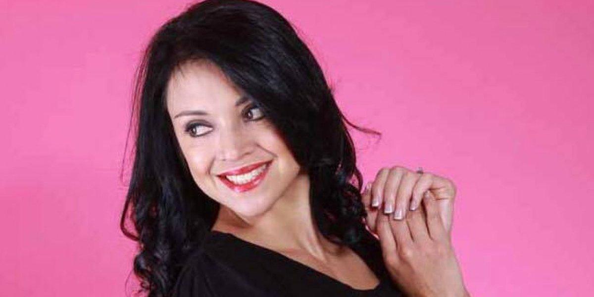 Ely Recinos acude a emitir su voto por la Consulta Popular con un deportivo y sexy look