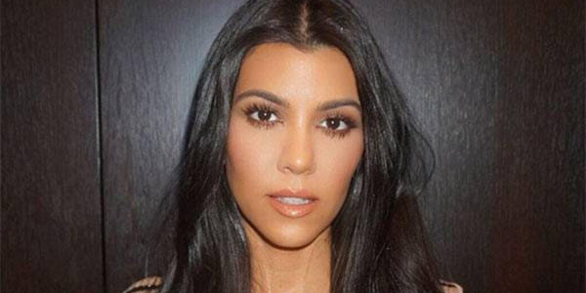 VIDEO. Actriz que le dio un apasionado beso a Kourtney Kardashian revela detalles
