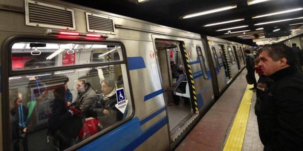 """Por eso me gusta Twitter: la """"sucia"""" pelea entre pasajero y Metro de Santiago que se volvió viral"""