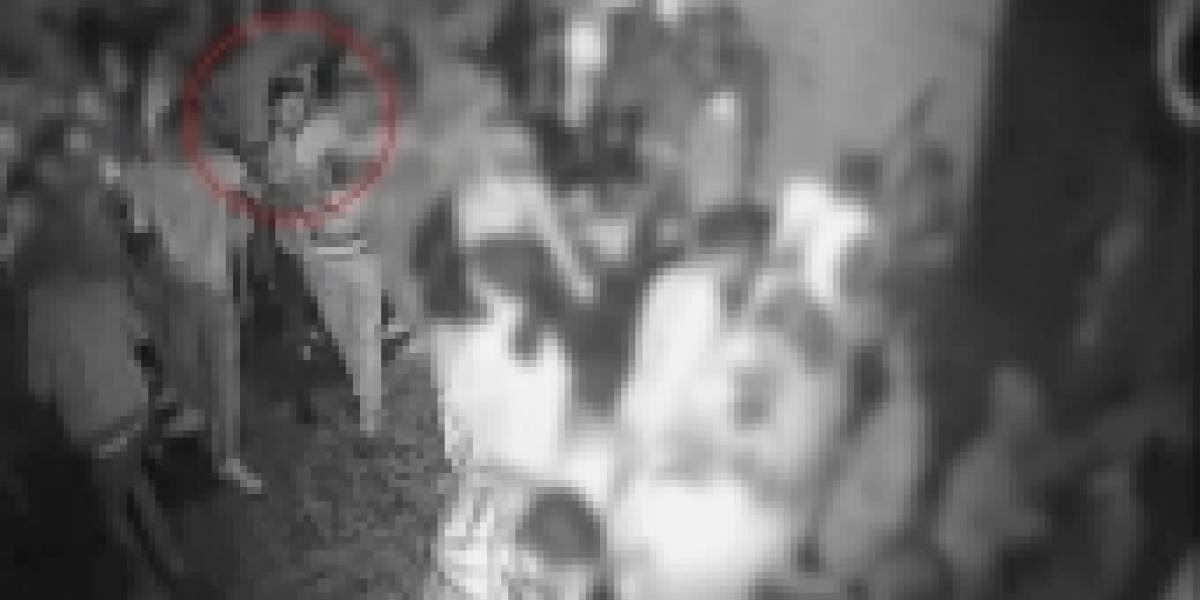 Una cámara de vigilancia muestra el ataque con ácido en un club nocturno de Londres