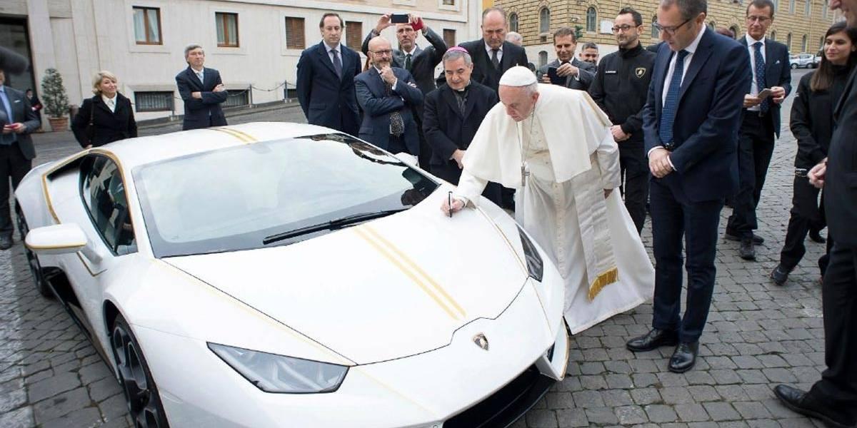 Papa ganha Lamborghini exclusiva de presente