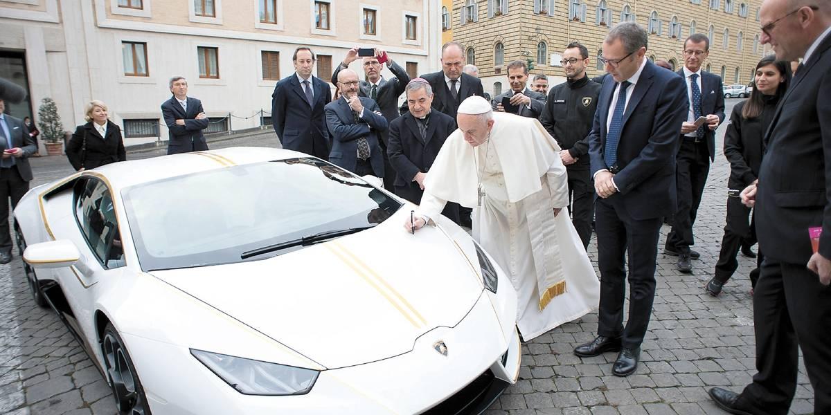 Lamborghini oferece superdesportivo ao Papa