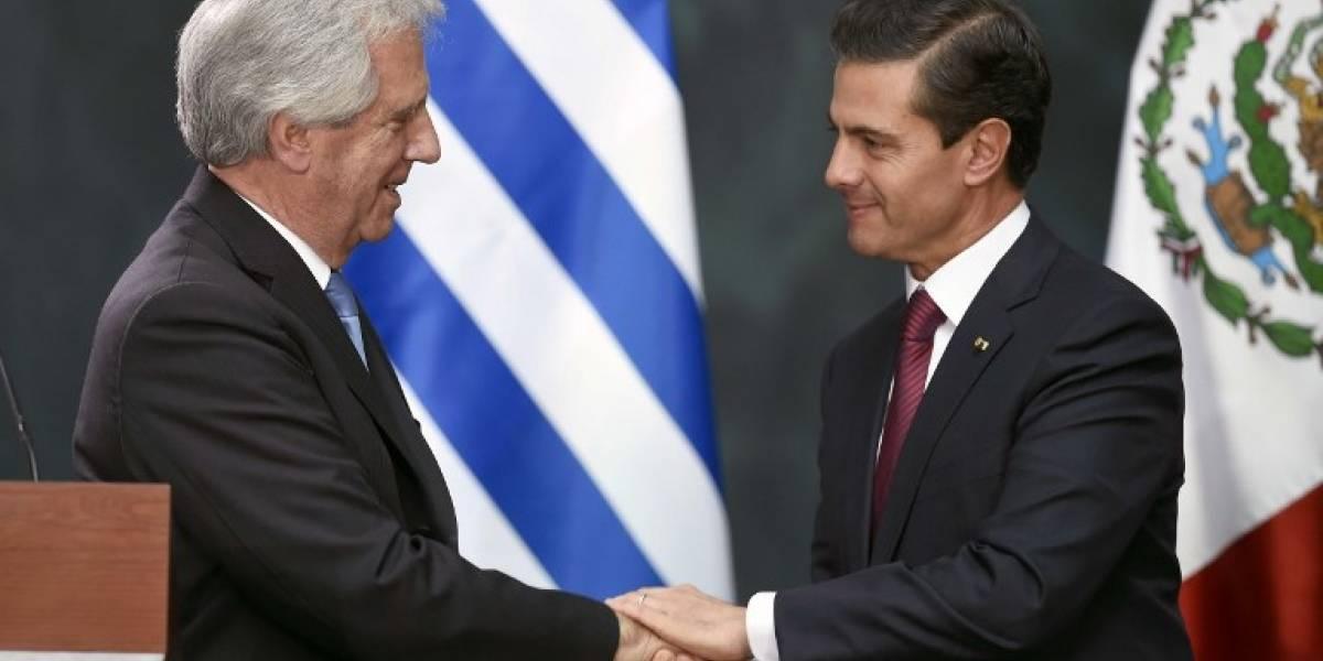 VIDEO. Peña Nieto confunde al presidente de Uruguay con el de Paraguay y las redes no lo perdonan