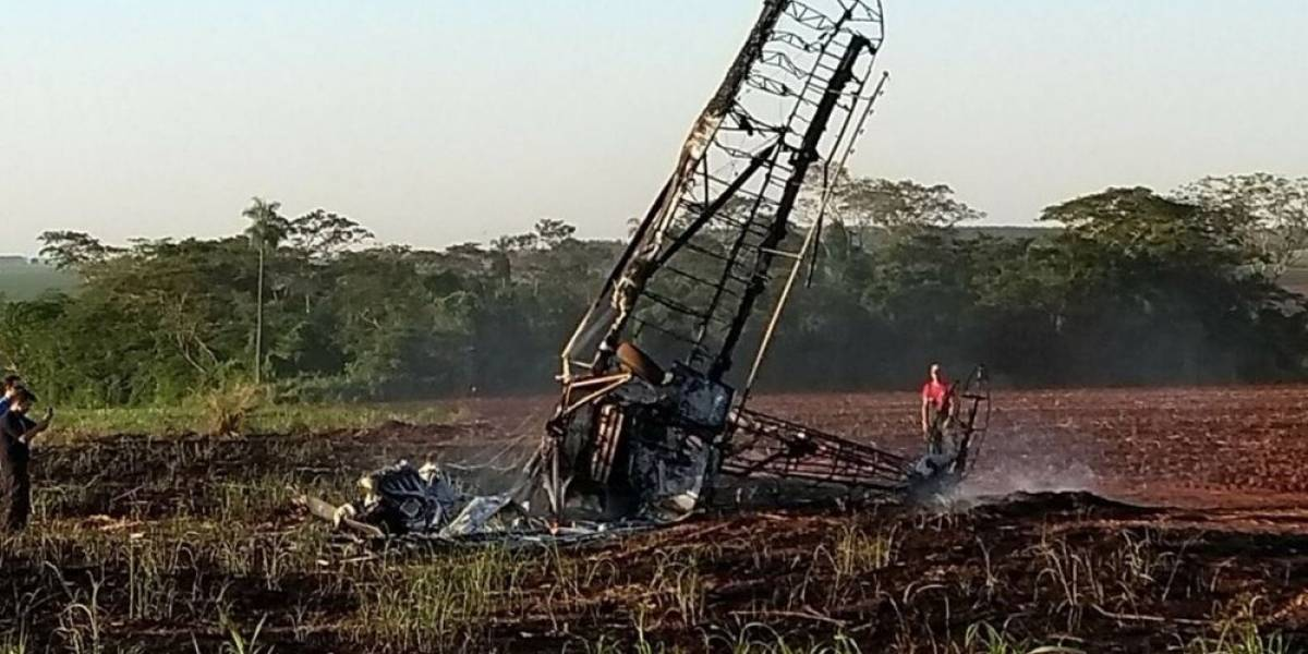 Queda de avião agrícola durante aula mata piloto em Itápolis
