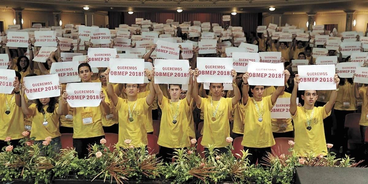 Alunos de escolas públicas recebem prêmios da Olimpíada de Matemática