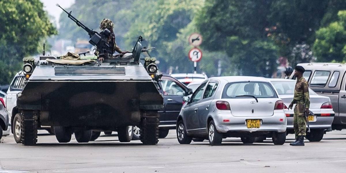 """Las imágenes de la """"transición sin sangre"""" en Zimbabue: militares rebeldes tomaron control y deponen a  Robert Mugabe"""