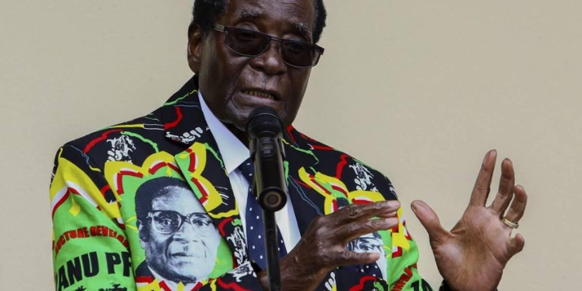 Mugabe se niega a renunciar a la presidencia Zimbabue a pesar de presiones militares