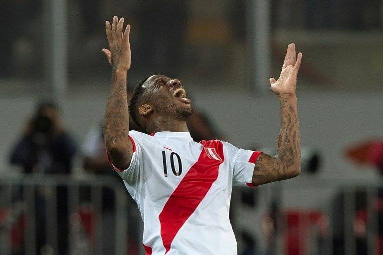 Farfán festejó en nombre de su amigo Guerrero / imagen: AFP