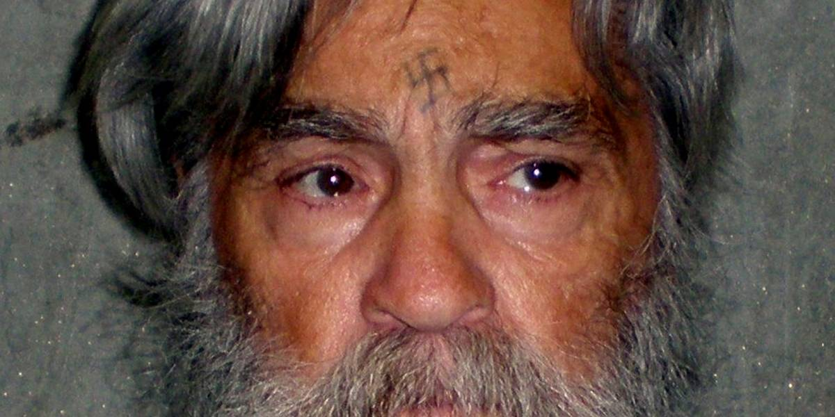 Serial killer Charles Manson é internado em estado grave