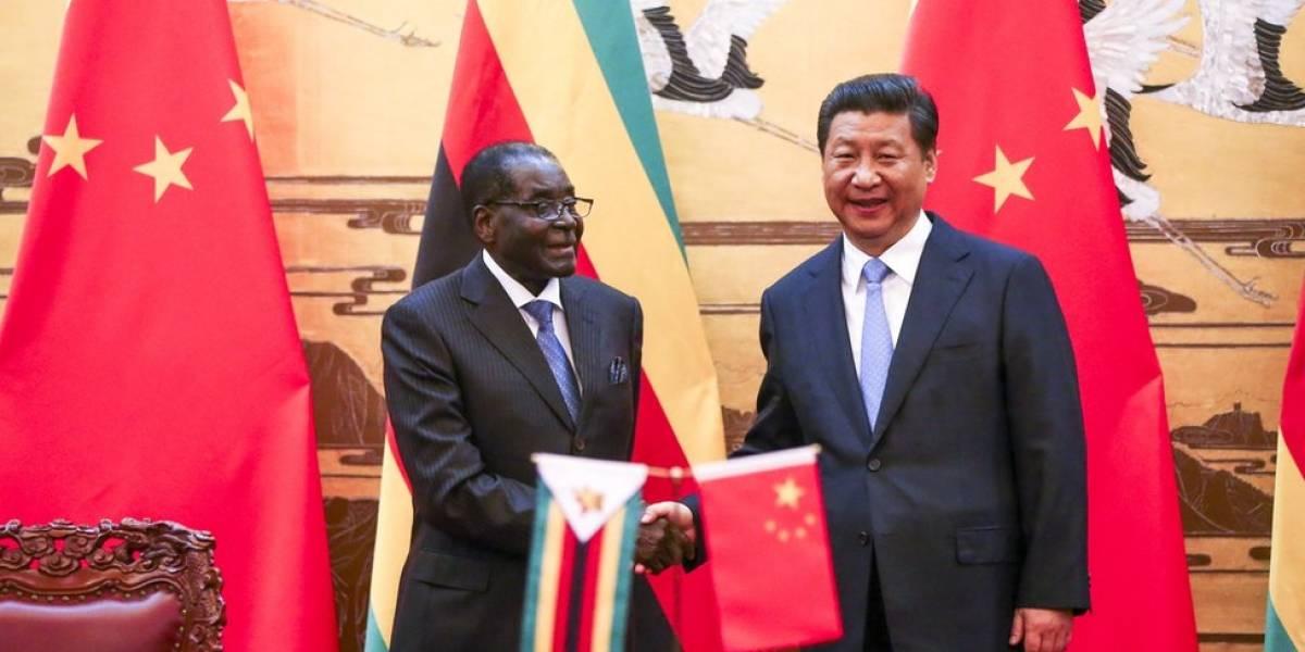 Por qué China vigila tan de cerca la toma del poder por militares en Zimbabue y el futuro del Robert Mugabe