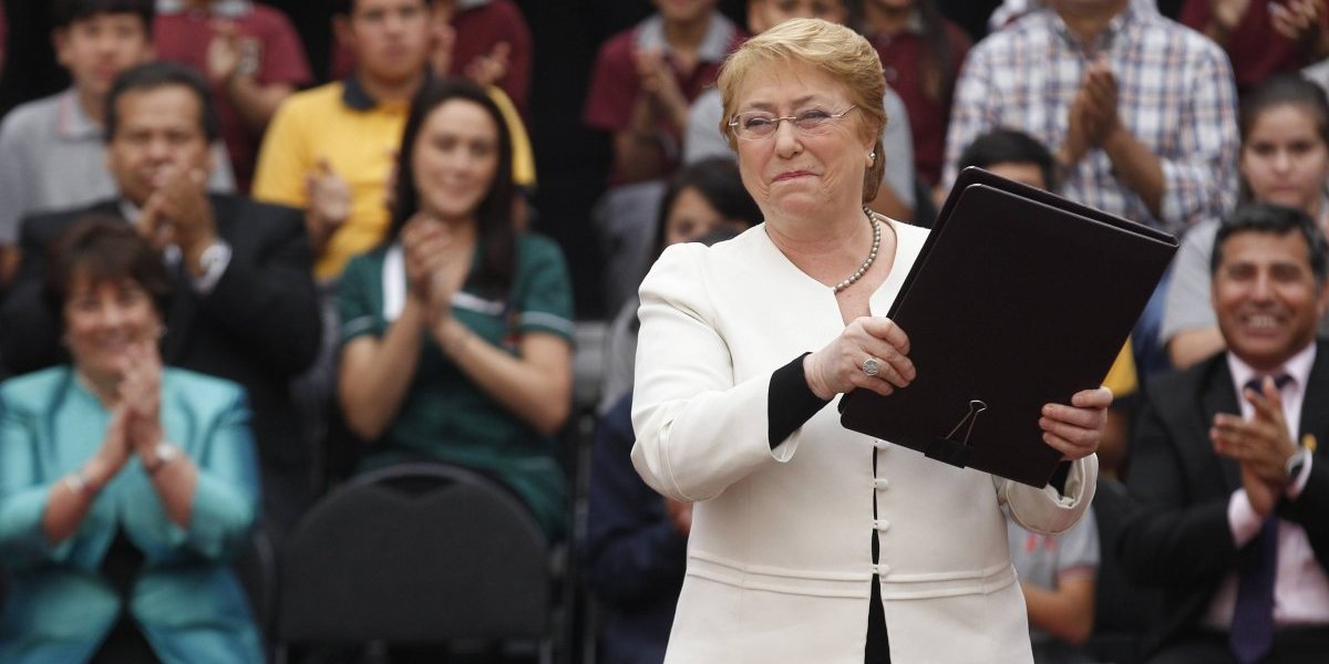 """Presidenta Bachelet aprobó nueva ley de Educación Pública que consagra la """"desmunicipalización"""""""