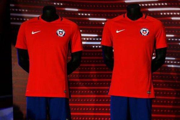 de0ae05d075d6 ¿Vuelve el pantalón azul  Filtran la nueva indumentaria de la Roja para 2018