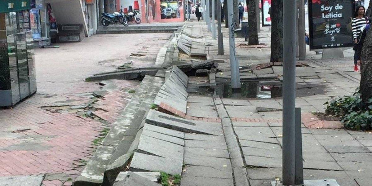 La calle en Bogotá en donde parece que hubiera pasado un temblor de 7.0